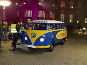 Historische Shuttlefahrzeuge von Volkswagen beim Rollenden Museum in Muenchen