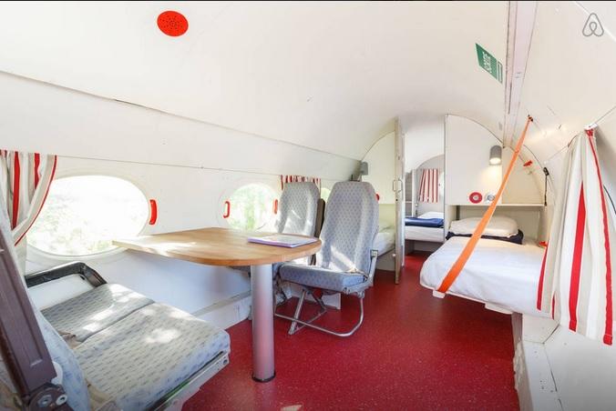 avion-airbnb-1
