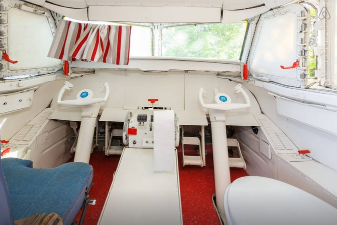 avion-airbnb-6