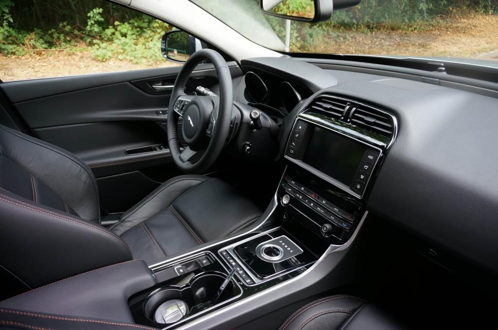 Jaguar-XE-2015 (11)