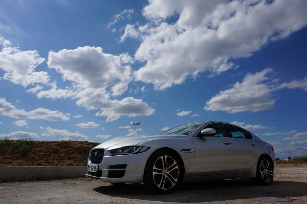 Jaguar-XE-2015 (20)