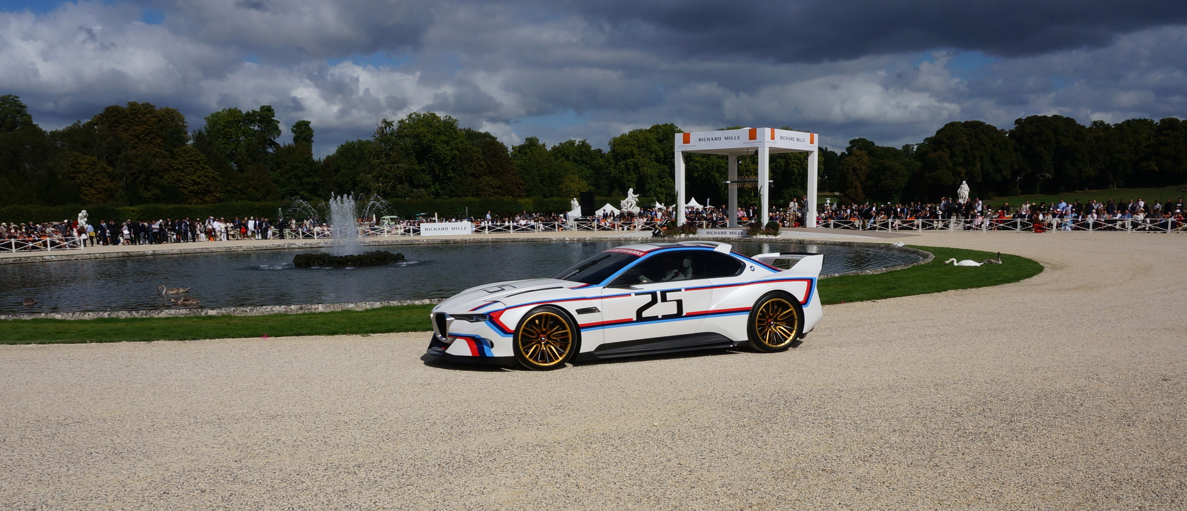 bmw csl hommage r chantilly richard mille arts et elegance 2015 1 en voiture carine. Black Bedroom Furniture Sets. Home Design Ideas