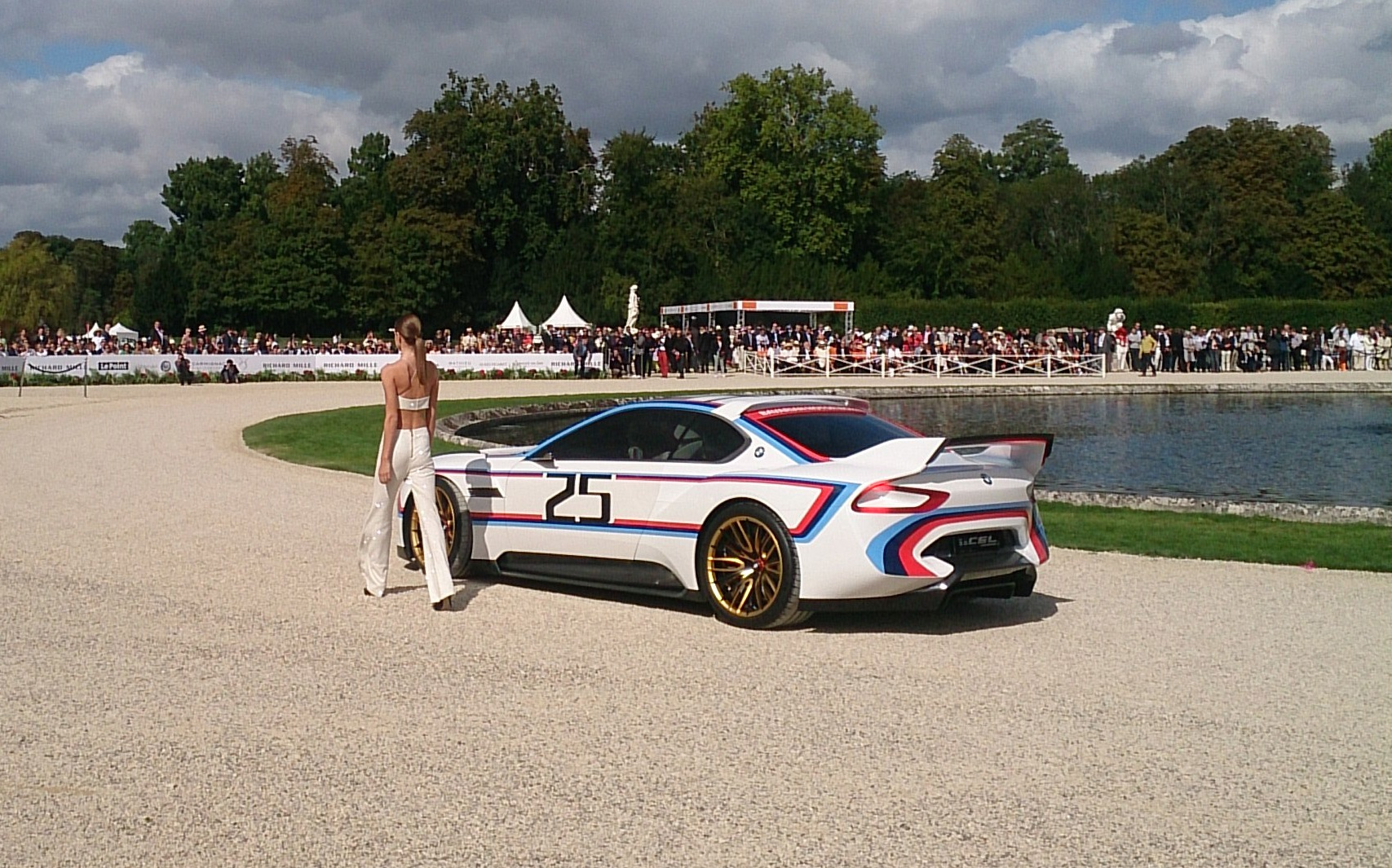 bmw csl hommage rchantilly richard mille arts et elegance 2015 1 en voiture carine. Black Bedroom Furniture Sets. Home Design Ideas