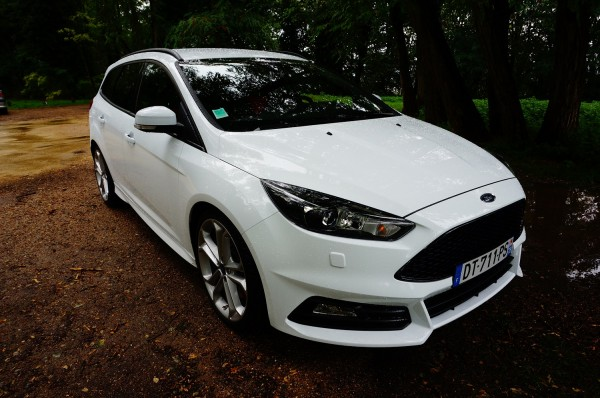 ford focus st sw 10 en voiture carine. Black Bedroom Furniture Sets. Home Design Ideas