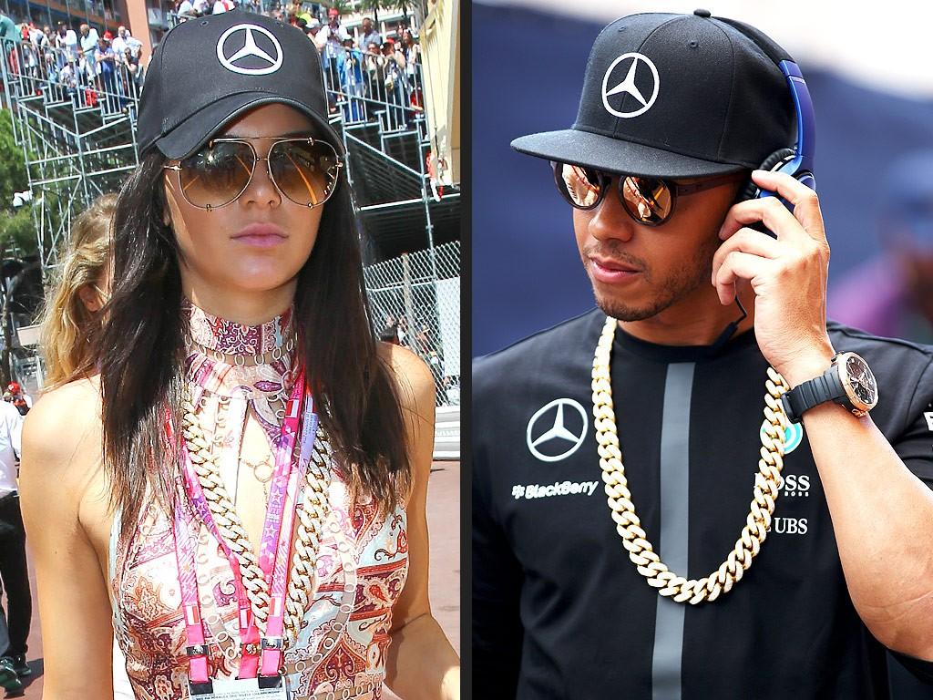 Kendall porte la chaîne de Lewis...
