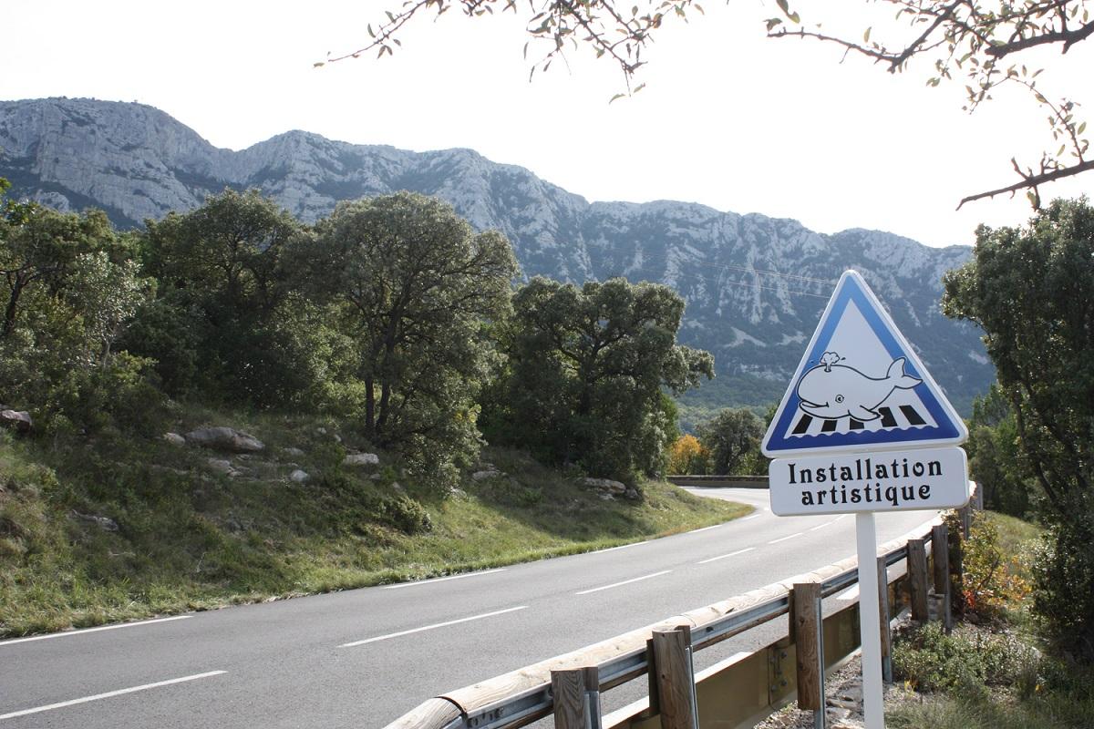 panneau-route-insolite-france-hérault-2