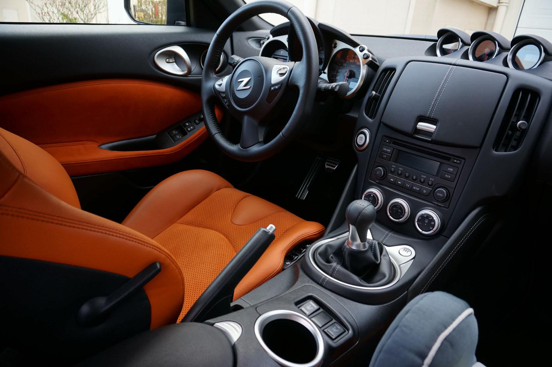 nissan 370z int rieur 2015 15 en voiture carine. Black Bedroom Furniture Sets. Home Design Ideas
