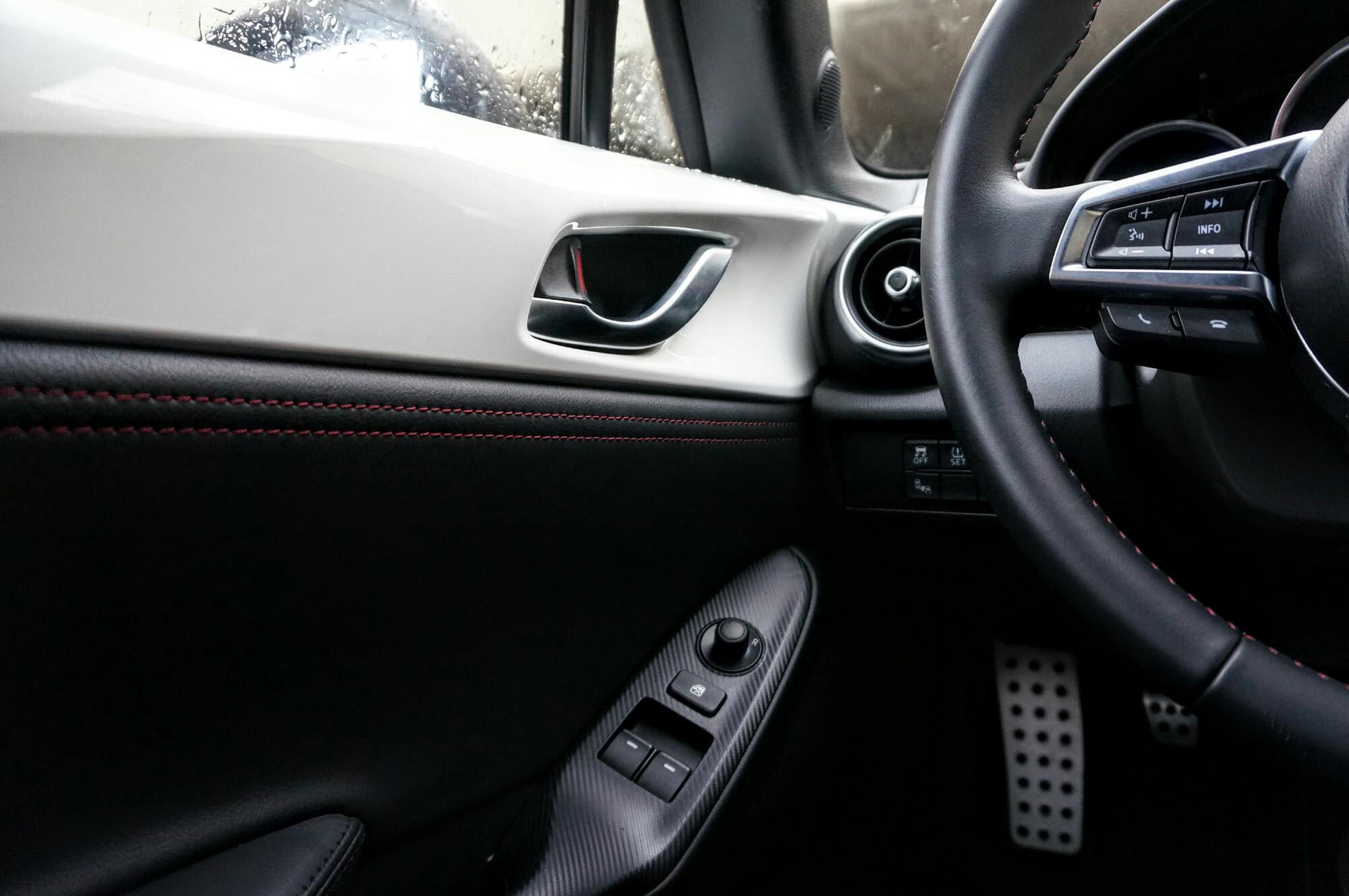 mazda mx5 2015 miata roadster essai 11 en voiture carine. Black Bedroom Furniture Sets. Home Design Ideas