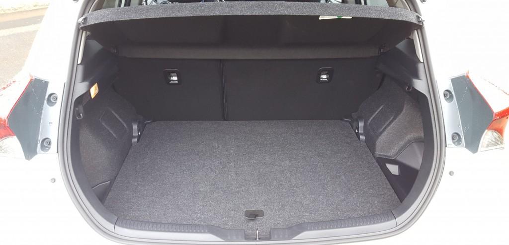 essai toyota auris hybrideen voiture carine en voiture carine. Black Bedroom Furniture Sets. Home Design Ideas